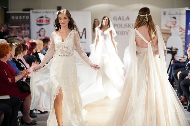Kolekcja sukien ślubnych autorstwa Kamilii Froelke, która została nagrodzona Srebrną Pętelką podczas Ilonn Fashion Show 2019.