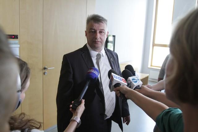 Robert Janeczek domagał się odszkodowania od Skarbu Państwa za błąd urzędnika skarbowego, jednak Sąd Okręgowy w Katowicach nie przyznał mu racji