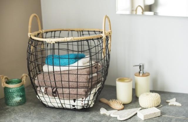 Wykonane z metalowego drutu koszyki przydadzą się w każdym domowym wnętrzu.