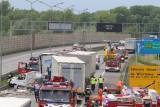 Karambol na A4 pod Wrocławiem. Dwie osoby ciężko ranne i ogromny korek [ZDJĘCIA]