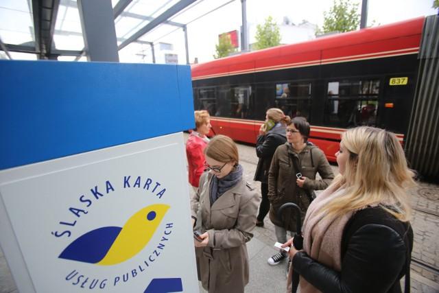 Aby dziecko do lat 16. mogło jeździć autobusami i tramwajami za darmo, muszą wyrobić kartę ŚKUP.
