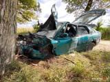 Wypadek Sępólno - Komierówko. Samochód uderzył w drzewo, a w nim… nikogo nie ma