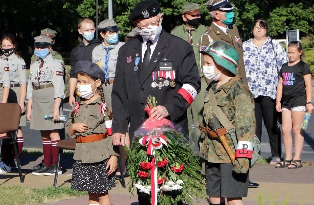 Uroczystości upamiętniające 76. rocznicę wybuch Powstania Warszawskiego odbyły się pod pomnikiem generała Tadeusza Bora - Komorowskiego w Grudziądzu
