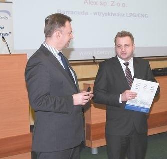 Tadeusz Ożarowski (z prawej), prezes firmy Alex odebrał nagrodę za Barracudę – innowacyjny wtryskiwacz  LPG/CNG