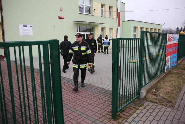 W czwartek, 9 marca 2017 z gimnazjum w Przejazdowie ewakuowano wszystkich uczniów