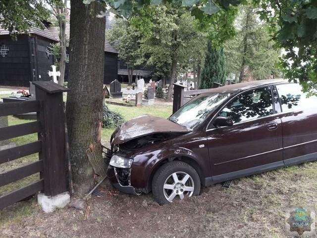 20-letni kierowca audi jazdę zakończył na cmentarzu