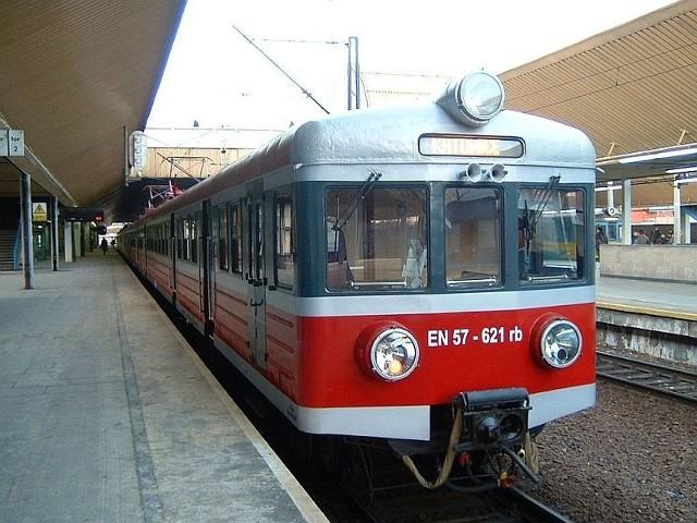O ewentualnych zmianach w rozkładzie jazdy pociągów będą informacje w kasach biletowych i punktach informacji Przewozów Regionalnych.
