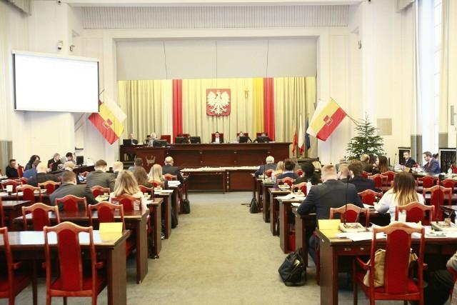 Poparcia projektowi prezydent Łodzi Hanny Zdanowskiej odmówiło aż dziesięcioro jej radnych.