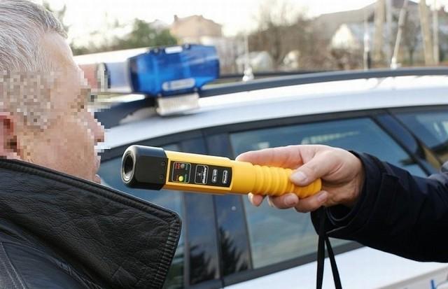 Białostocka policja zatrzymała kierowcę opla z trzema promilami