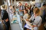 Polacy chcą pracować na swoim, ale coraz więcej kandydatów na przedsiębiorcę zakłada firmy za granicą. Dlaczego?
