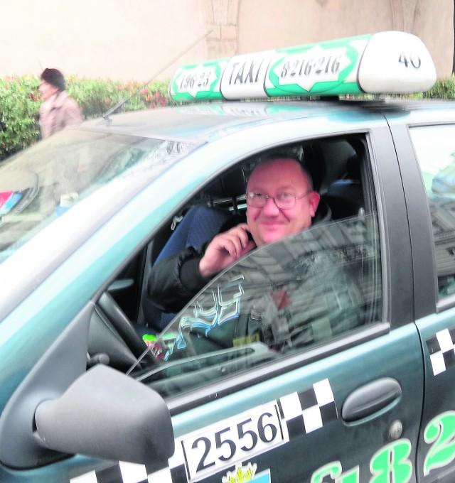 Taksówkarz musi znać miasto, musi być przeszkolony i zdać egzamin - uważa Marek Kabsz, taksówkarz z Poznania