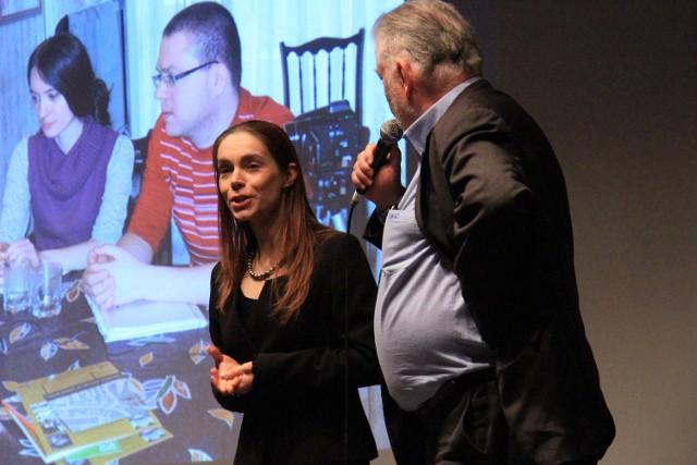 Prezentacja działalności Ośrodka Brama Grodzka - Teatr NN odbyła się w paryskim ratuszu w poniedziałek.  Po lewej Joanna Zętar z Teatru NN.