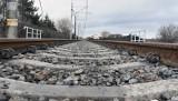 Poznań: Przejazd kolejowy na Biskupińskiej zamknięty dłużej niż zapowiadano - do soboty