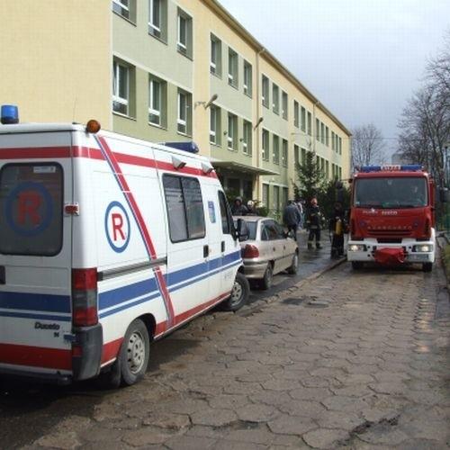 Strazacy ewakuowali uczniów jednej klasy – lącznie 26 osób
