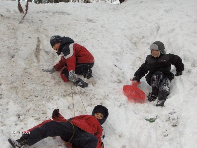Na taką zime w wielkim utesknieniem czekali nasi milusinscy. Kilka zdjec z zimowej scenerii, która jest radością dla dzieci.