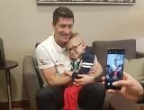 Przed meczem Polska - Macedonia Północna niepełnosprawny Franek Trzęsowski z Kalisza spotkał się ze swoim kumplem - Robertem Lewandowskim