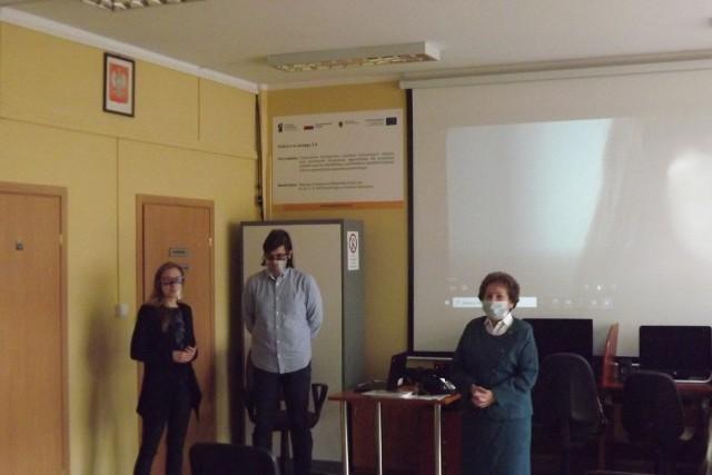 """W ramach projektu """"Seniorzy Mają Głos"""" w Golubiu-Dobrzyniu zorganizowano osiem wykładów, był także spacer badawczy po terenie miasta oraz wycieczka do Biskupina i Wenecji"""