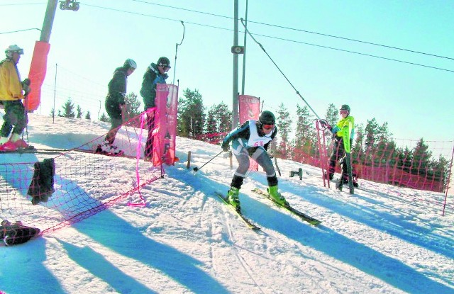 Region. Stoki narciarskie czynne nawet w nocyAmatorów do szusowania po stokach Jesionowej Góry nie brakuje. - Warunki są świetne - mówią narciarze