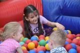 Gminny Dzień Dziecka w Małogoszczu. Dużo atrakcji dla najmłodszych. Było wiele rodzin z dziećmi (ZDJĘCIA)