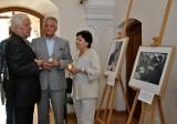 """Wystawa """"Vaclav Havel na wyciągnięcie ręki"""" w klasztorze oo. Dominikanów (ZDJĘCIA)"""