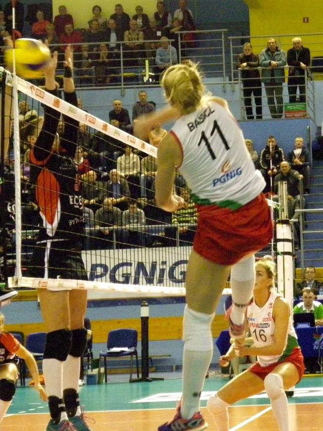 W ataku Agata Babicz, która podobnie jak koleżanki potrzebowała zimnego prysznica w pierwszej partii, by wejść na właściwe obroty w kolejnych setach