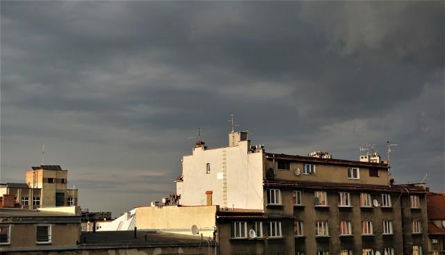 Ostrzeżenie IMGW. W woj. śląskim mogą pojawić się burze z gradem.