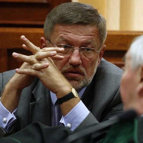 - Po raz kolejny analizuje się skutki, a nie przyczyny - mówi Wiesław Kaczmarek. Nz. Podczas jednego z procesów LFO.