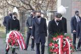 Premier Morawiecki w Katowicach. W 39. rocznicę pacyfikacji kopalni Wujek złożył kwiaty pod pomnikiem poległych górników