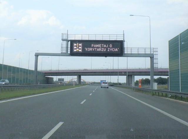 Na autostradzie A1 kierowcom przypomina się o zasadach tworzenia Korytarza życia