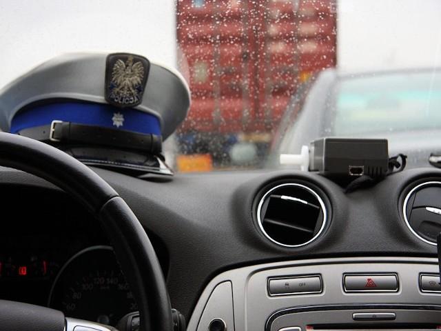 W połowie października policjanci zaostrzyli protest m.in. wycofując z użytku służbowego prywatnych telefonów komórkowych. Kolejnym etapem w całej Polsce było masowe przynoszenie zwolnień lekarskich.