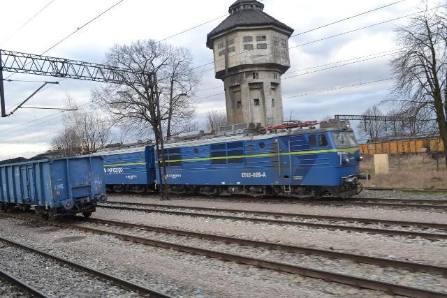 Na stacji w Wodzisławiu Śląskim czynna są jedynie dwa tory. Pozostałe mają zostać uruchomione w kolejnych miesiącach. Dopiero wtedy na linii do Chałupek będzie mogło kursować więcej pociągów