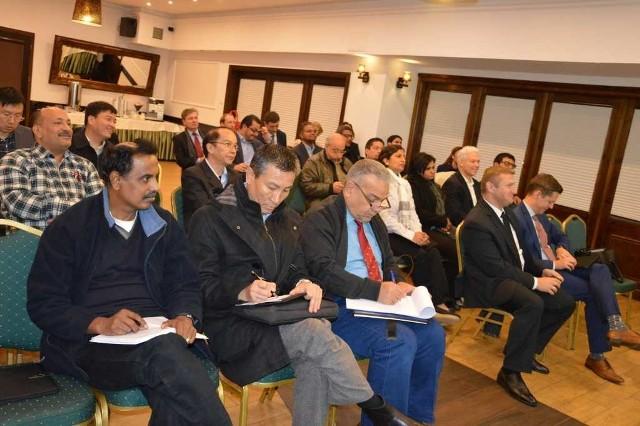 """Przedstawiciele rządów 30 krajów wysłuchali informacji o Specjalnej Strefie Ekonomicznej """"Starachowice""""."""
