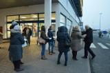 """Związkowcy z """"Solidarności"""" protestowali przed sklepem Castorama w Ostrowcu [ZDJĘCIA]"""