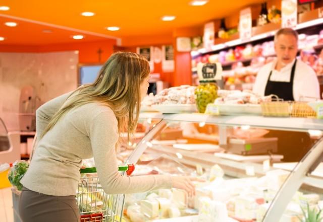 Klienci marketów Carrefour mogą przychodzić do sklepu ze swoimi pudełkami, słoikami czy innymi opakowaniami wielokrotnego użytku i podać je pracownikowi odsługującemu stoisko z produktami sprzedawanymi na wagę.
