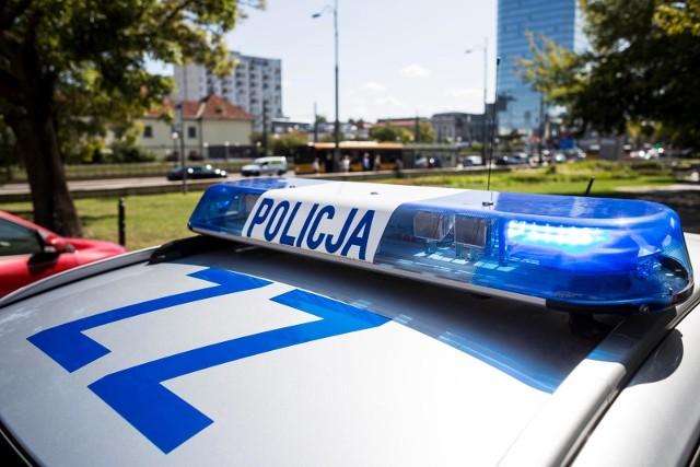 Policjanci z nakielskiej drogówki eskortowali do szpitala rodzącą kobietę.