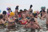 III Tłusta Niedziela. Morsy pałaszowały pączki w przeręblu (zdjęcia, wideo)
