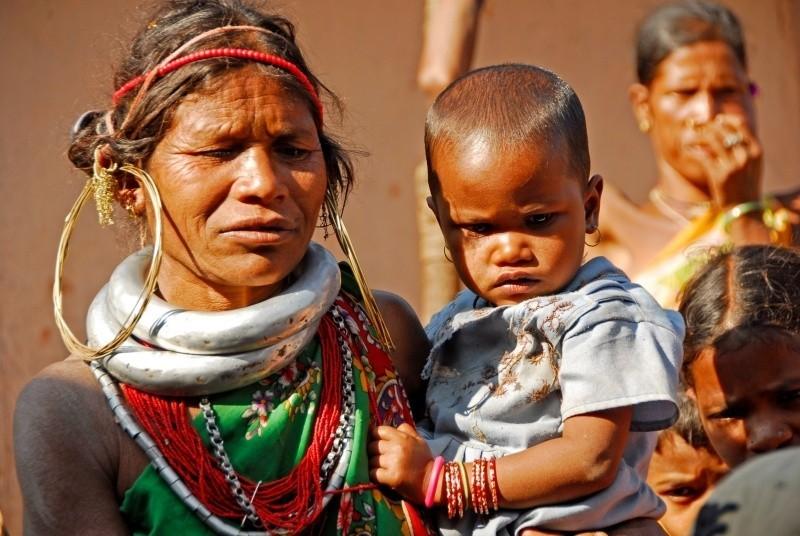 Kobiety na całym świecie chcą się podobać. Ta piękność z dzieckiem pochodzi z plemienia Dongra w Indiach.  A jakie stylizacje proponują Podlasianki, przekonamy się w finale konkursu w CH Alfa.