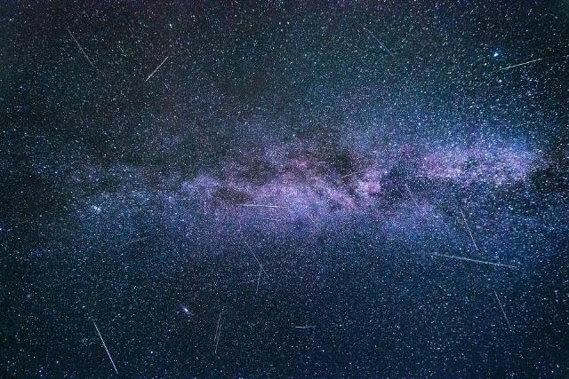 PERSEIDY 2019. Noce spadających gwiazd przed nami! MAPA najlepszych miejsc do obserwacji! Gdzie oglądać meteory?