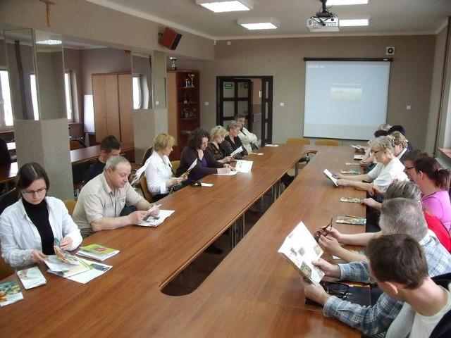 W spotkaniu z przedstawicielami fundacji uczestniczyło ponad dwudziestu rolników z gminy Łapy