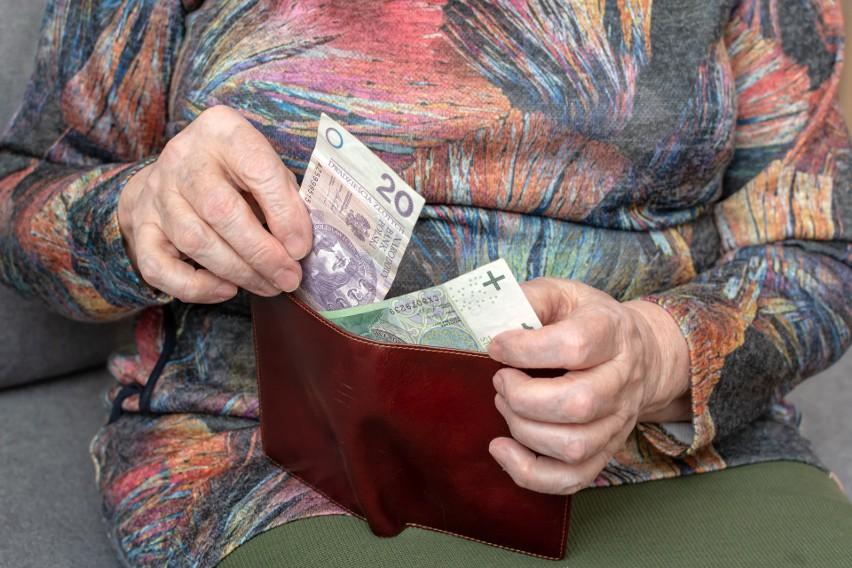 """Liczba osób otrzymujących emeryturę """"sub-minimalną"""" zaczęła przewyższać liczbę świadczeniobiorców otrzymujących emeryturę minimalną już ok. 2014 r."""