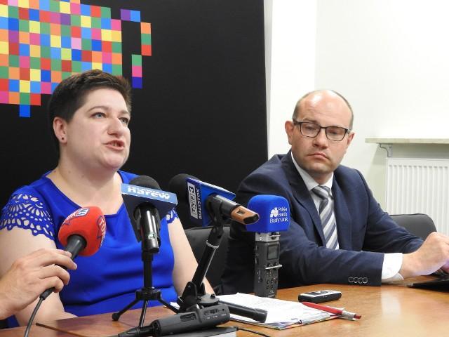 Dyrektorka departamentu rozwoju regionalnego Joanna Sarosiek mówi, że o ile Regionalny Program Operacyjny możemy do 2023 roku, to na każdy rok mamy wyznaczoną ilość środków, które musimy rozliczyć w Komisji Europejskiej.
