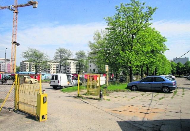 Mieszkańcy wolą mieć parking i plac zabaw, zamiast kolejnych bloków w otoczeniu parku Szarych Szeregów w Łodzi.
