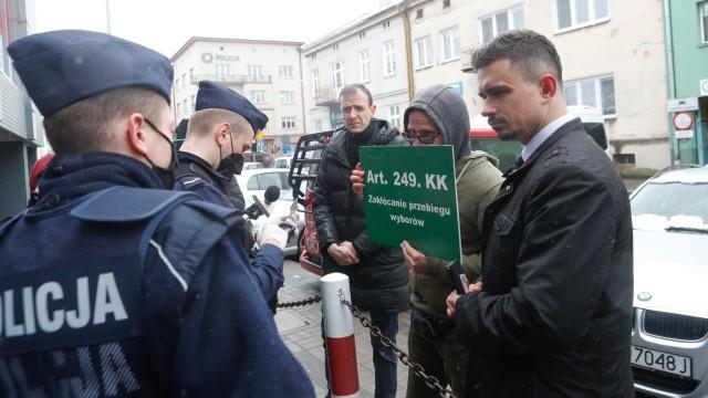 Konfederacja twierdzi, że rzeszowska policja zakłóca im przebieg wyborów.