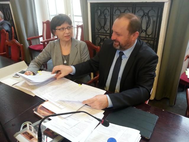 Małgorzata Wojtczak, dyrektor Wydziału Budżetu UMŁ ze skarbnikiem miasta Krzysztofem Mączkowskim przygotowali projekt zmian w budżecie Łodzi