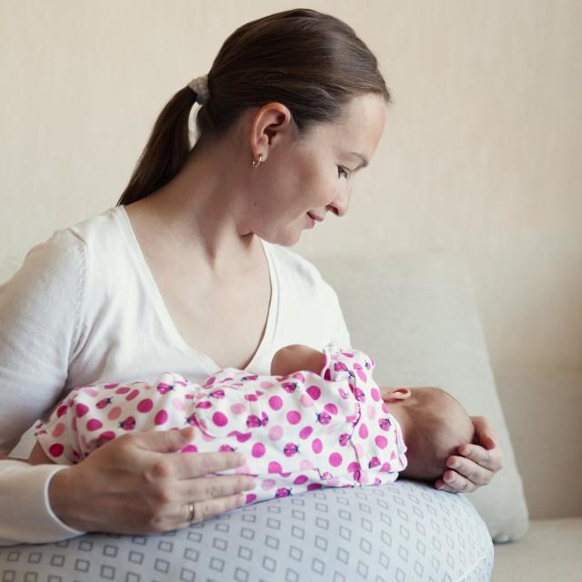 Uwaga! Wycofane poduszki dla niemowląt! Nie żyje 8 dzieci. Udusiły się podczas snu