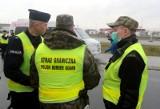 """Koronawirus. 15 marca - rząd zamyka granice. LOT uruchamia program """"Lot do domu"""" Ile kosztuje powrót? Co się zmienia? To musisz wiedzieć"""