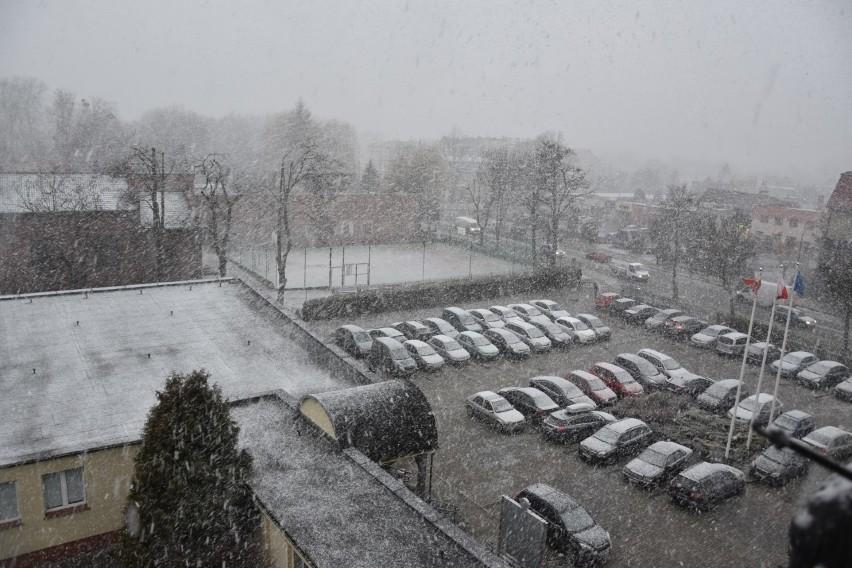 Burza śnieżna pod Wrocławiem. W kilka minut zrobiło się biało