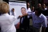 Poparcie dla Andrzeja Dudy pod pomnikiem Kopernika w Toruniu