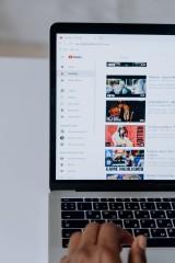Łapki w górę na YouTube - dlaczego ich zakup jest opłacalny?