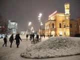 Sypnęło śniegiem we Wrocławiu. Momentalnie zrobiło się biało (ZDJĘCIA)